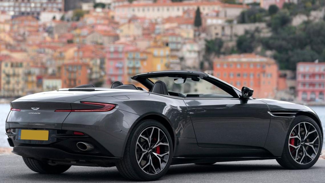 Faites-vous plaisir avec la location d'une Aston Martin DB11